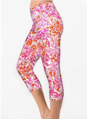 A pair of comfortable leggings that can be worn by pregnant women easily.